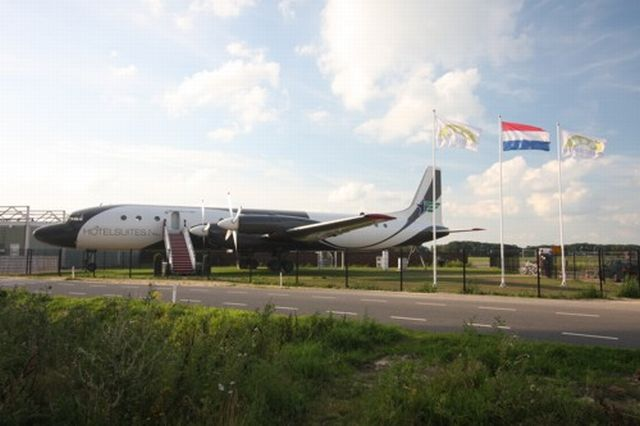 Cold War Aircraft Turned into Luxury Hotel Suite (16 pics)