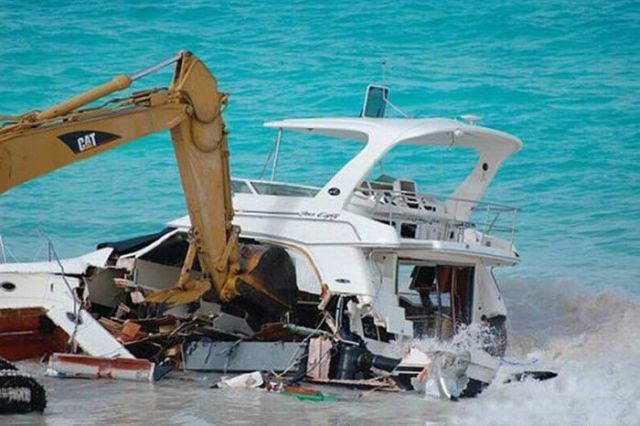 Not Exactly the Way You Want to Treat Your Million Dollar Yacht? (18 pics)