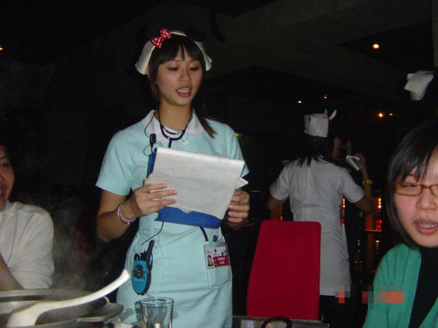 Nurses Can Serve Food Too (13 pics)