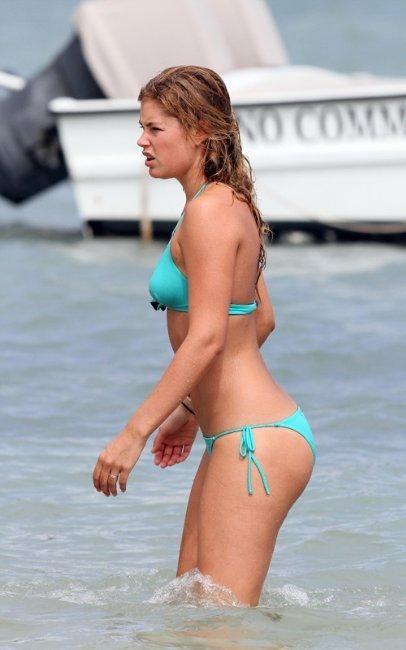 Doutzen Kroes in Bikini (6 pics)