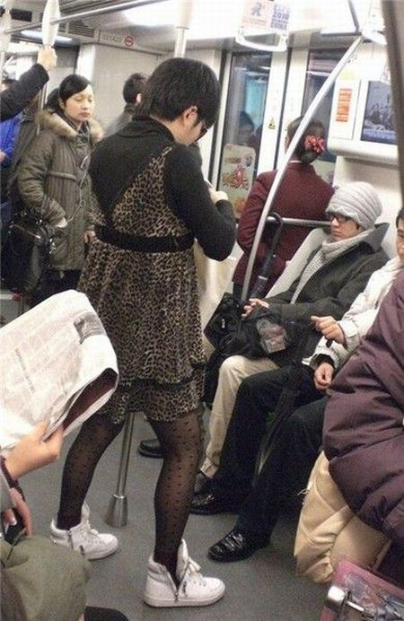 A Strange Fashion Statement (14 pics)