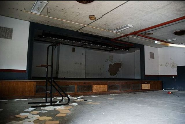 No Glamour but Dumped Theatres (36 pics)