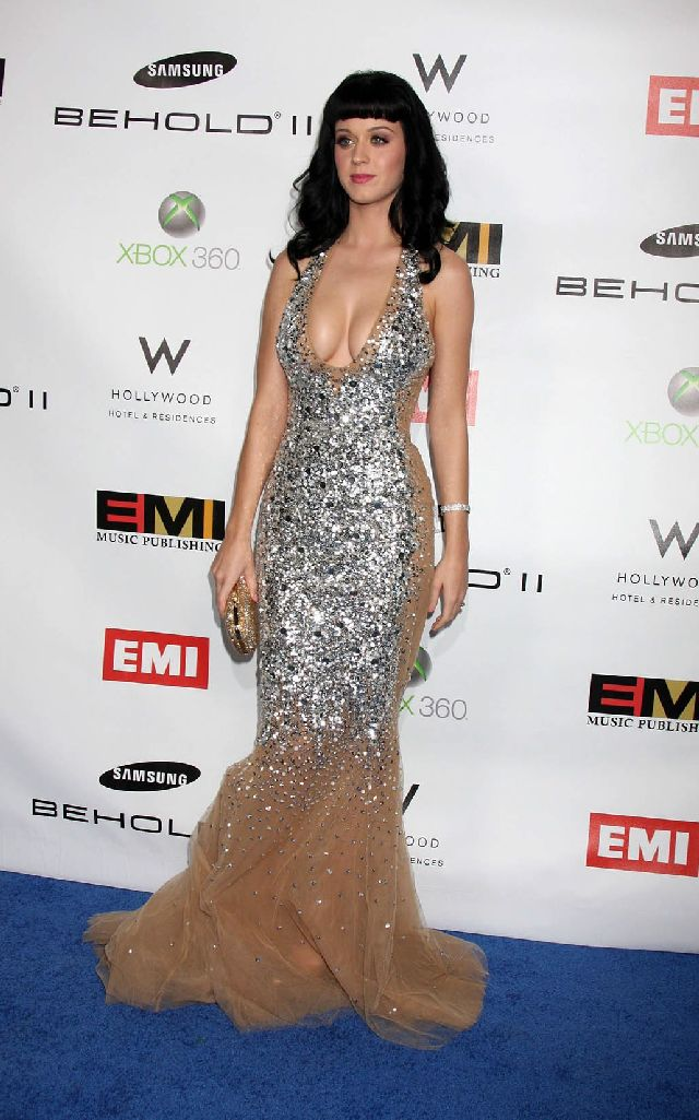 Katy Perry and Her Fantastic Cleavage (8 pics)