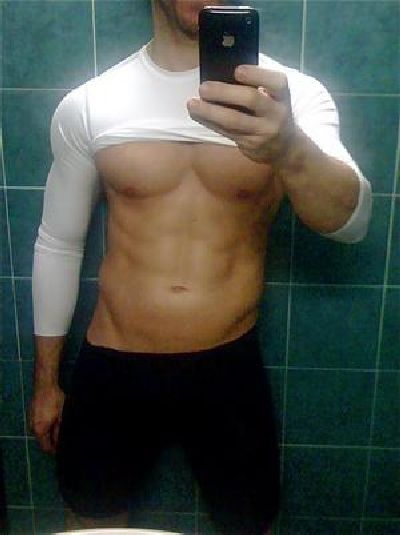 Hot Guys with iPhones (34 pics)