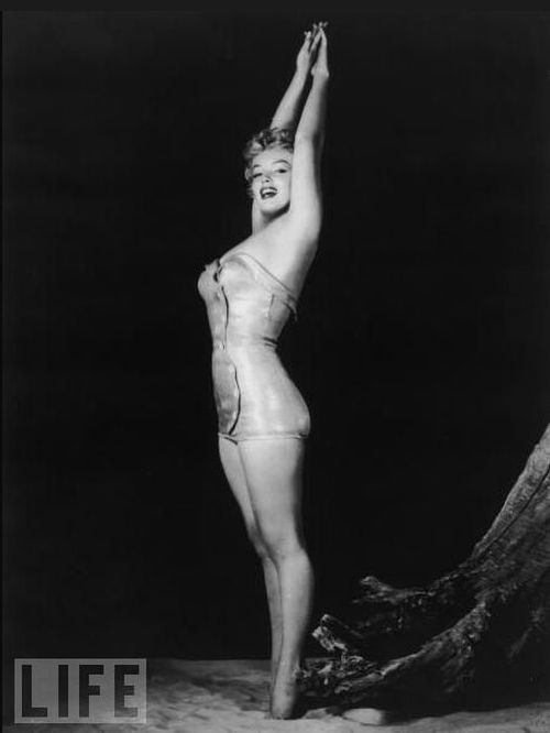 Marilyn Monroe in Swimsuits. Even Now Men Would Go Crazy about Her (12 pics)