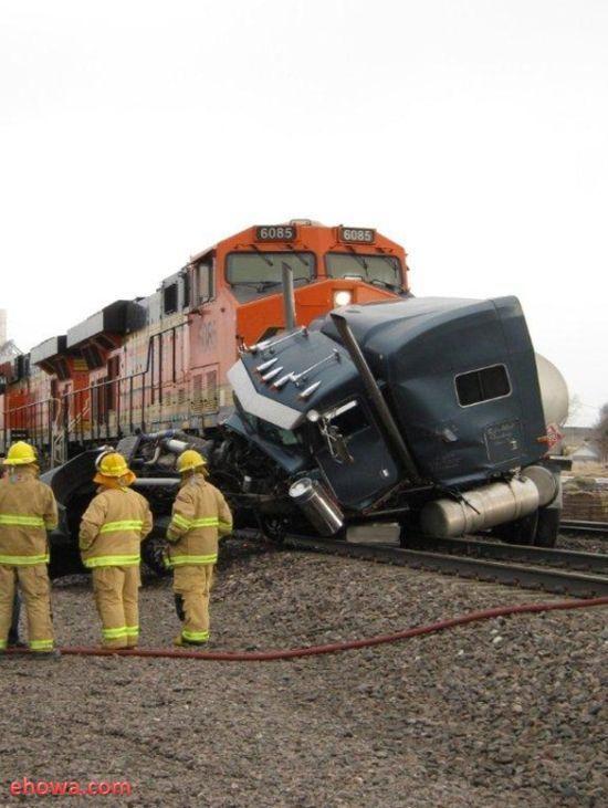 Trains Always Win (12 pics)