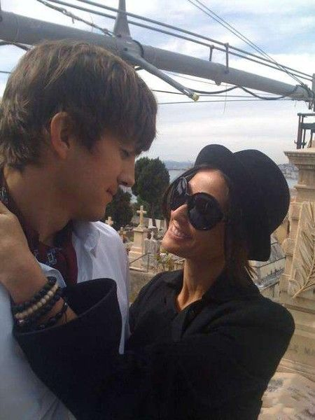 Ashton and Demi (34 pics)