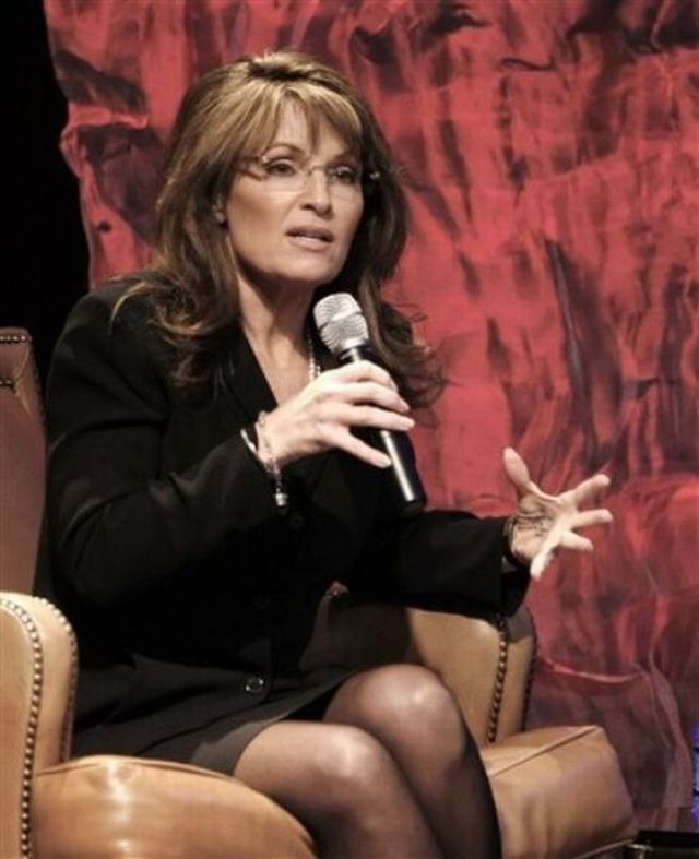 Sarah Palin Using a Cheat Sheet :) (6 pics)
