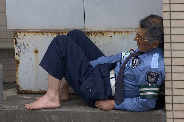 Cops and Guards Are Having a Nap (23 pics)