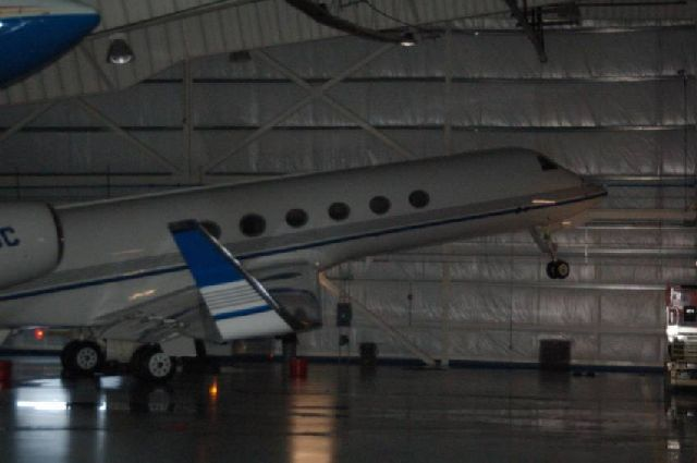 Hanger's Roof Collapsed on Aircrafts (13 pics)