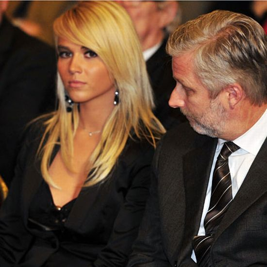 Why Is She Looking At Him Like This? (8 pics)