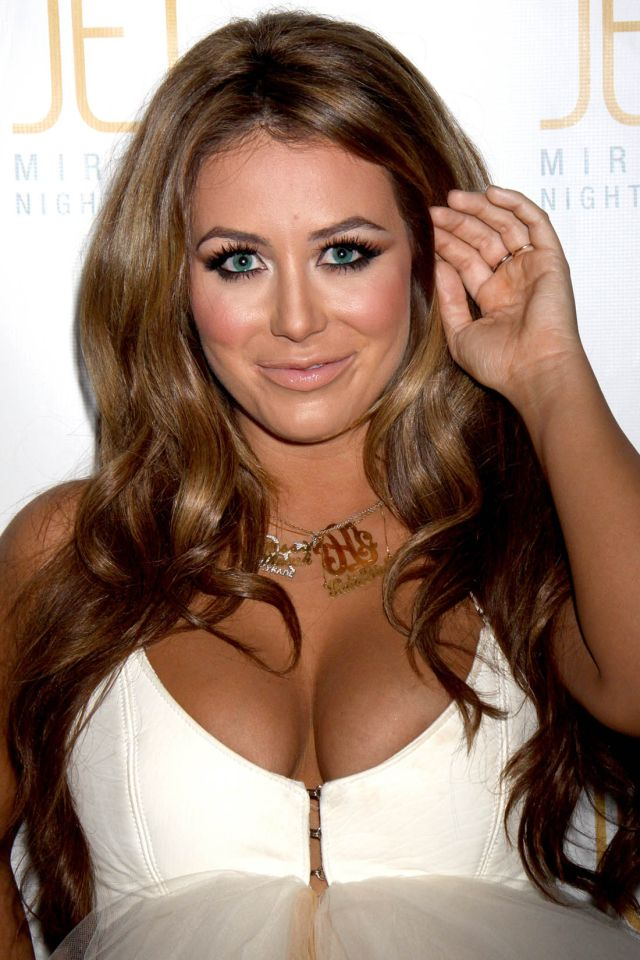 Aubrey O'day and Her Big Beautiful Cleavage (9 pics)