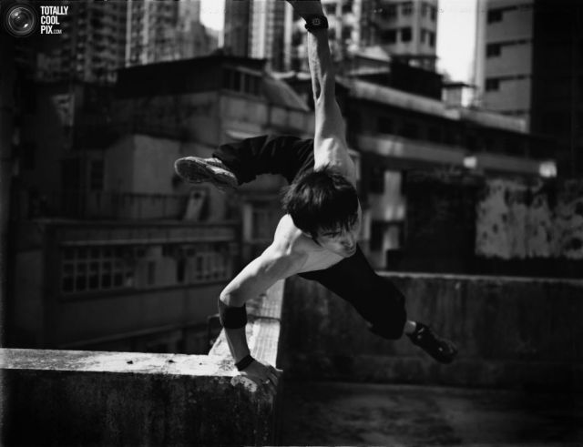 Cool Black and White Parkour Pictures (12 pics)