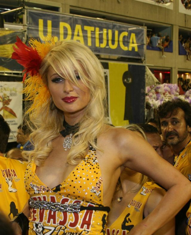 Paris Hilton with a Big Cleavage at Rio de Janeiro Carnival (6 pics)