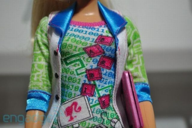 Barbie the Geek (16 pics)