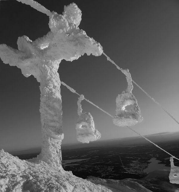 Snowed Under (46 pics)