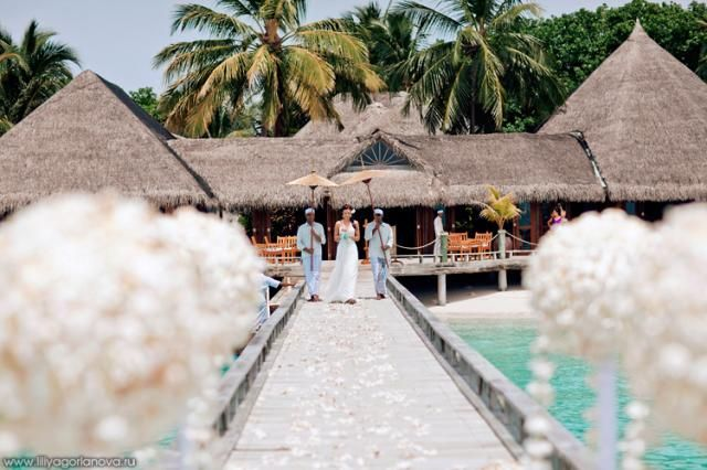 A Tropical Wedding (99 pics)