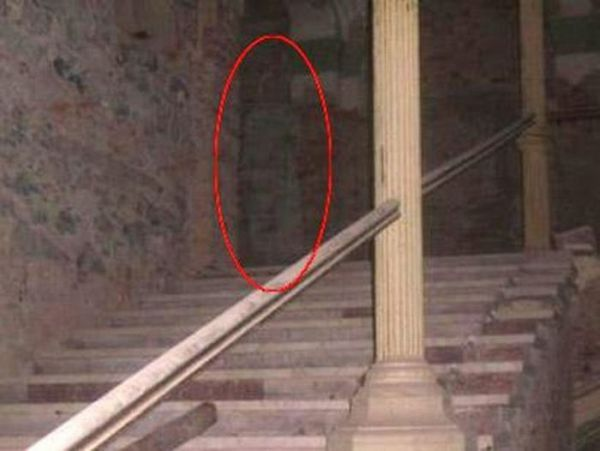 The Best of Ghost Pictures (26 pics + text)