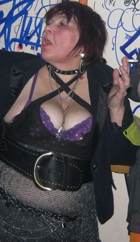 Punk Grandma (8 pics)
