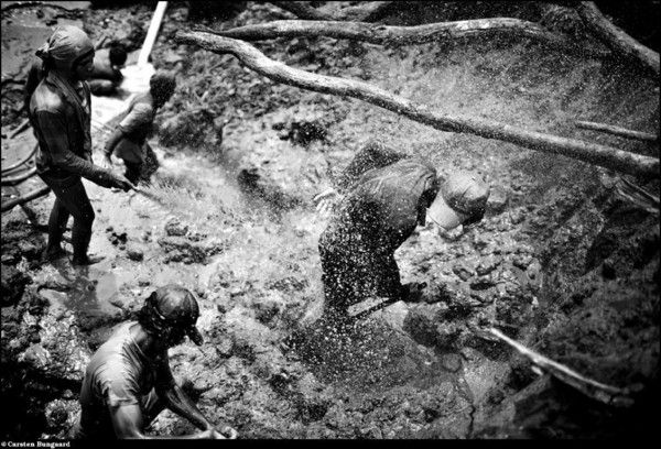 Gold Mining on the Island of Sulawesi in Indonesia (31 photos)
