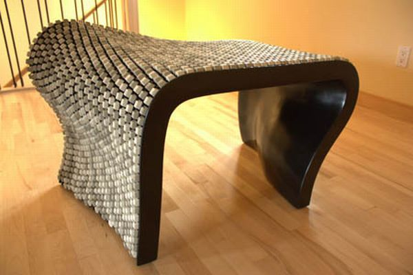 Bench Made of 2000 Keyboard Keys (14 pics)