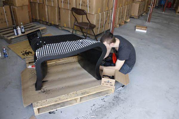 Bench Made of 2000 Keyboard Keys (14 pics)