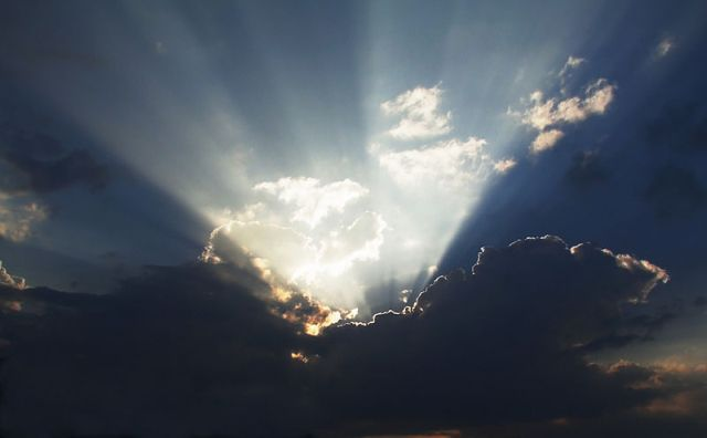 What Are Crepuscular Rays? (19 pics)