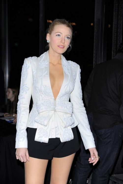 Blake Lively is Simply Too Hot (12 pics)