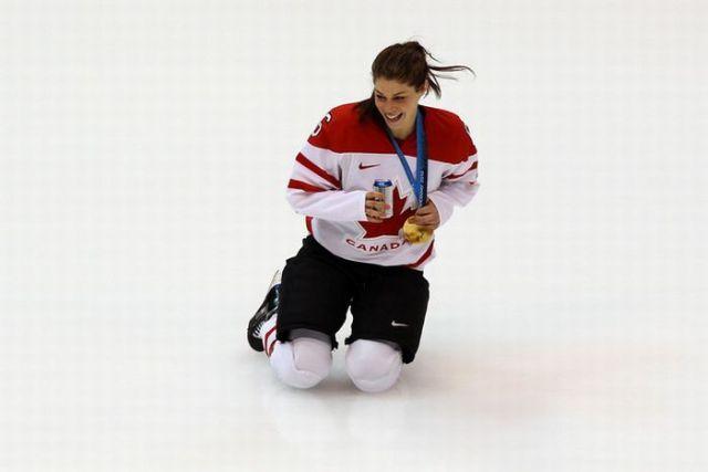 Rowdy Hockey Players (34 pics)
