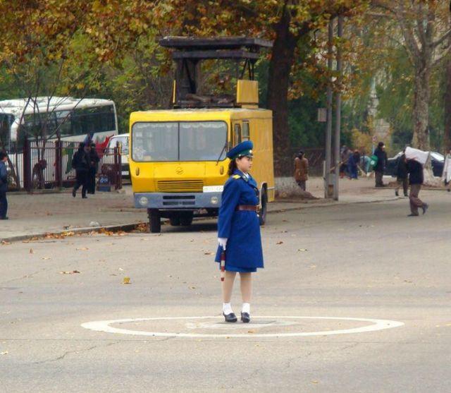 Cute Little Traffic Women (56 pics + 1 video)