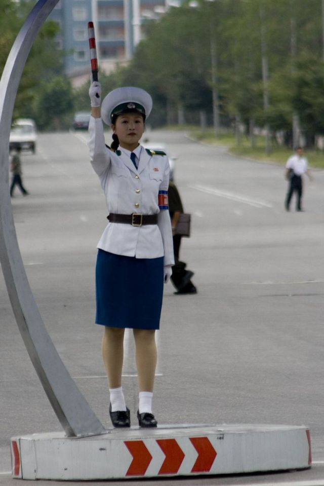 Cute Little Traffic Women (56 pics + 1 video)