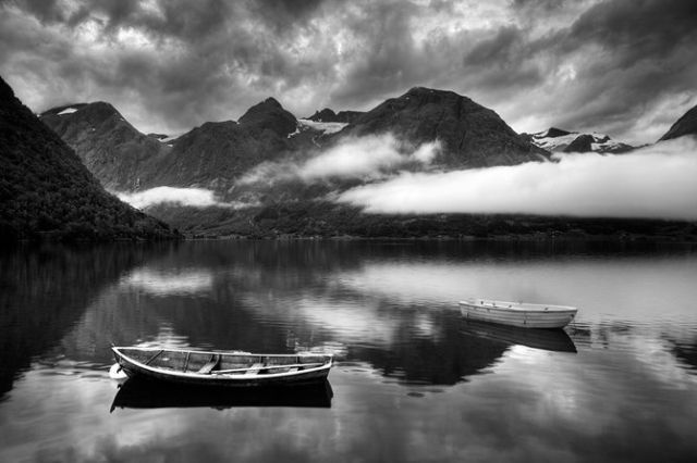 Amazing World in Black and White Colors (29 pics)