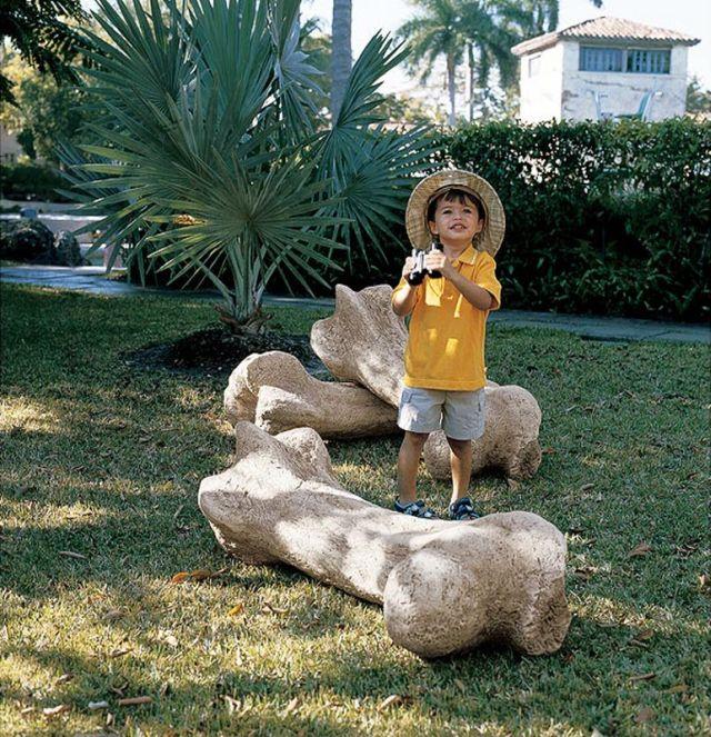 Weird and Unusual Garden Sculptures (16 pics)