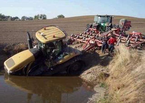 Funny Tractor Fail Photos 32 Pics Izismile Com