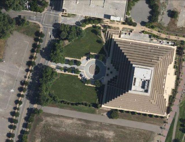 Interesting Places On Google Maps (33 pics)