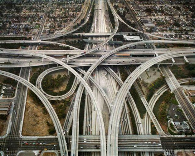 World's Scariest Roads (35 pics)