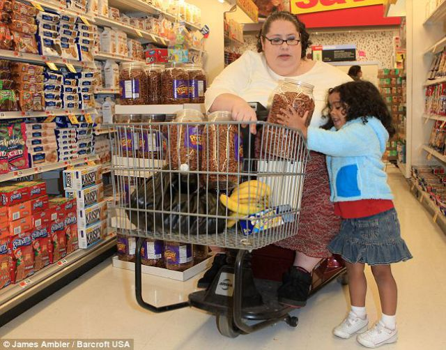 Woman Decides to Become the World's Fattiest (6 pics)