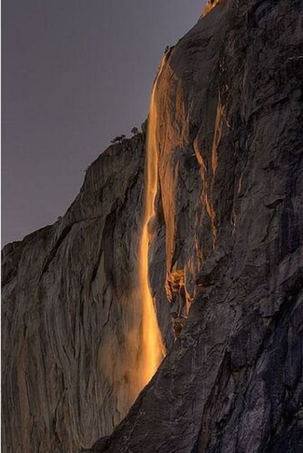 Fire That Falls (19 pics)