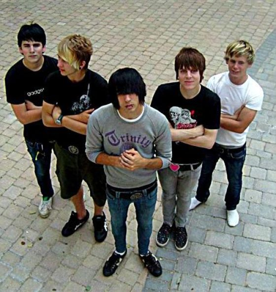 Hot+emo+guys+with+brown+