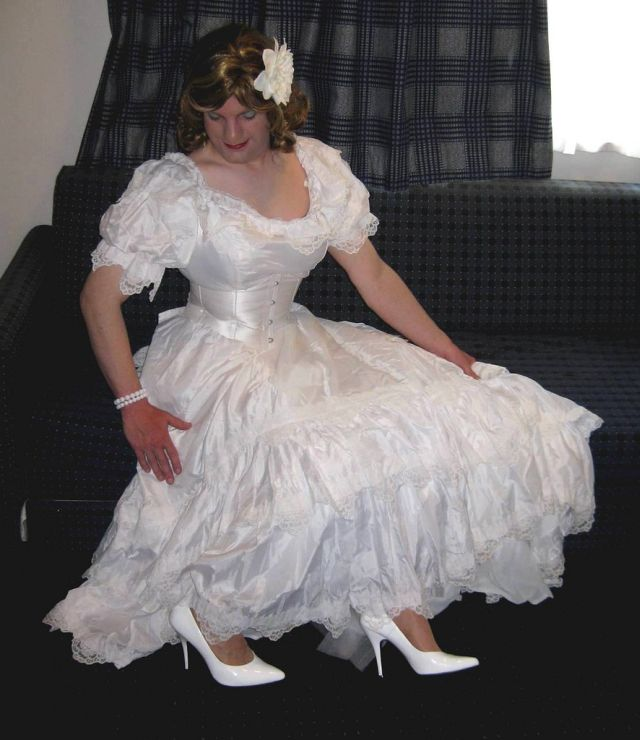 Funny Old Woman Wedding Gowns: What Marriage Trap Is (28 Pics)