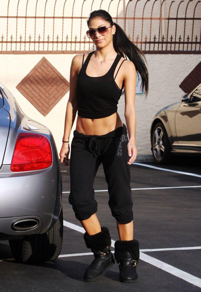 Nicole Scherzinger Has a Very Tight Body (9 pics)