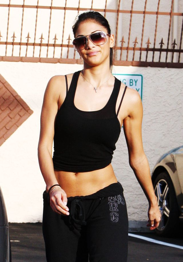 Nicole Scherzinger Has a Very Tight Body (9 pics)