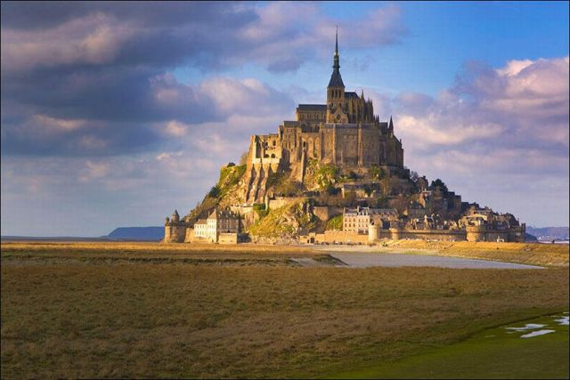 Mont Saint Michel - A Rocky Town in the Middle of the Sea (14 pics)