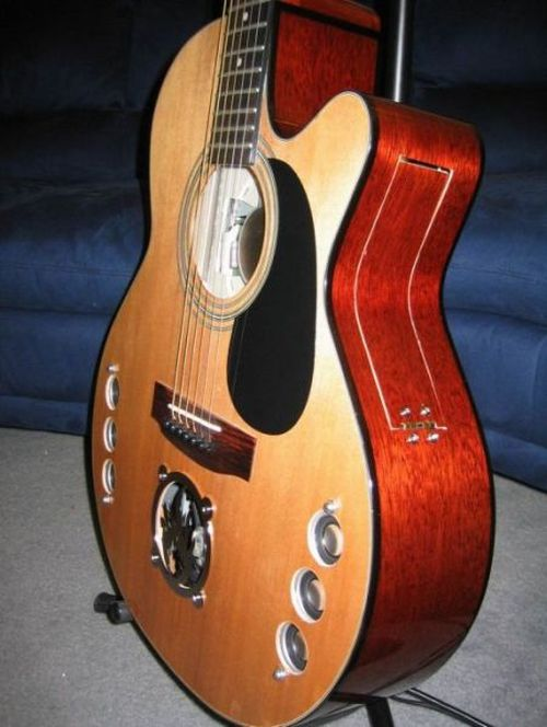 Transforming a Guitar into a Computer! (30 pics)