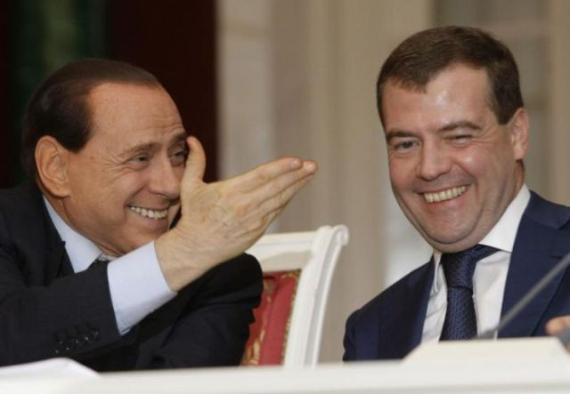 Emotional Greetings of Politicians (25 pics)