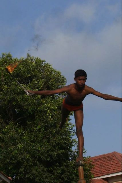 Extreme Pole Exercises Performed by Indians (19 pics)