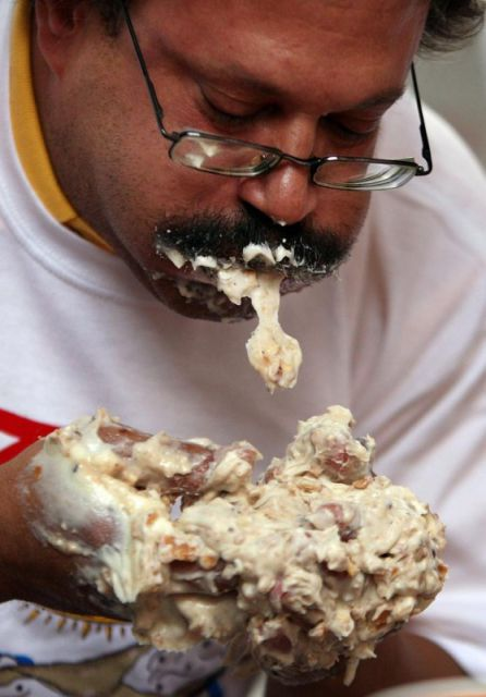 Fastest Eaters or The Most Hungry (28 pics)