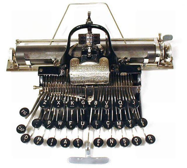 Beautiful Old-Time Typewriters (49 pics)