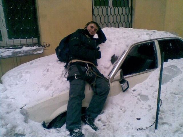 Alpinist Damaged Cars in Russia? (12 pics)
