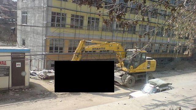 Beware Excavator Drivers! (4 pics)